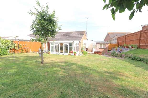 2 Bedrooms Bungalow for sale in Jay Close, Eastbourne, BN23