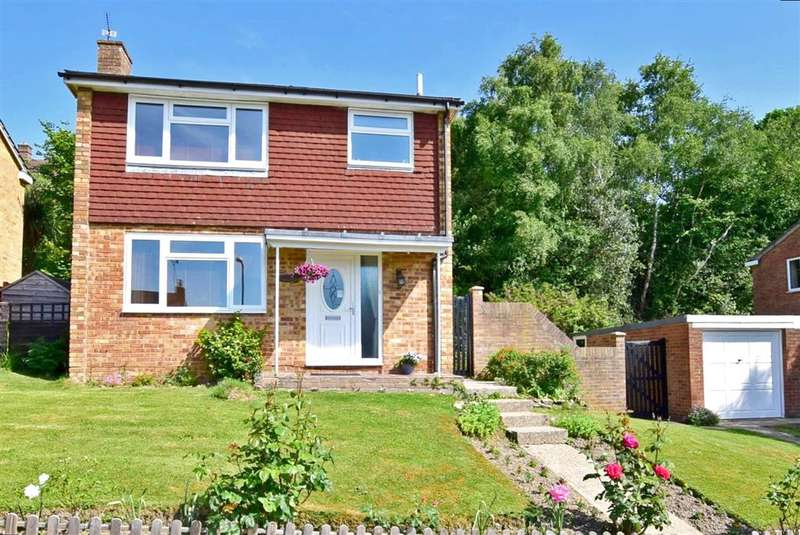 3 Bedrooms Detached House for sale in Hillrise, Crowborough, East Sussex
