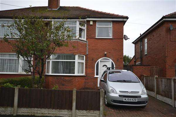 3 Bedrooms Semi Detached House for sale in Larkholme Ave, Fleetwood