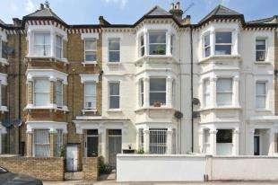 2 Bedrooms Flat for sale in Warriner Gardens, Battersea, London
