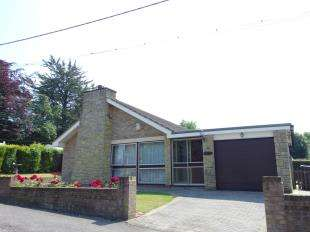 3 Bedrooms Bungalow for sale in Station Road, Shepherdswell, Dover, Kent