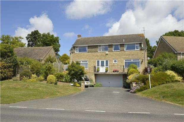 4 Bedrooms Detached House for sale in The Chase, Southam Lane, Southam, GL52 3NY