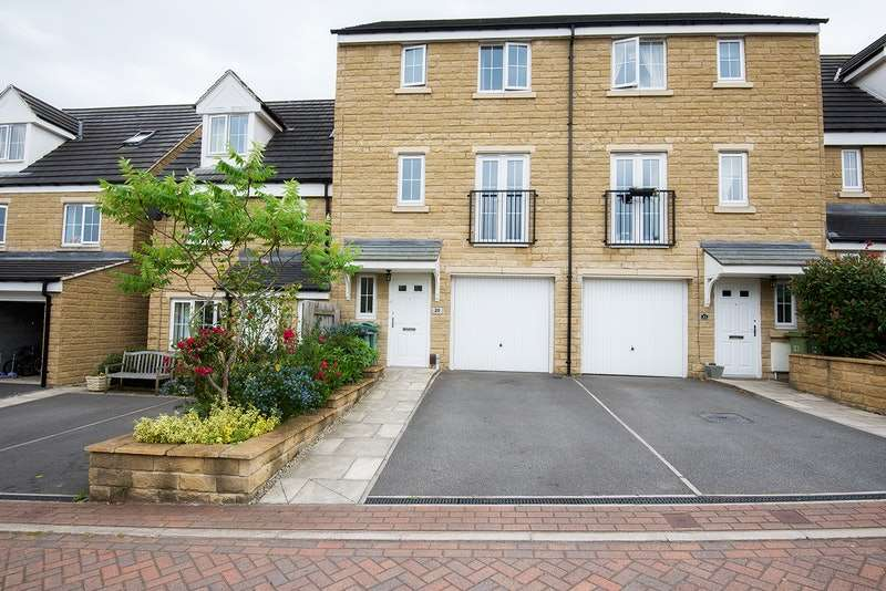 5 Bedrooms Town House for sale in Wheathouse Grove, Huddersfield, West Yorkshire, HD2