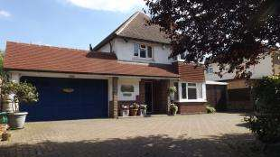 3 Bedrooms Detached House for sale in Newchapel Road, Lingfield, Surrey