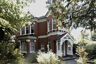 1 Bedroom Flat for sale in Cheam Road, Sutton, Surrey