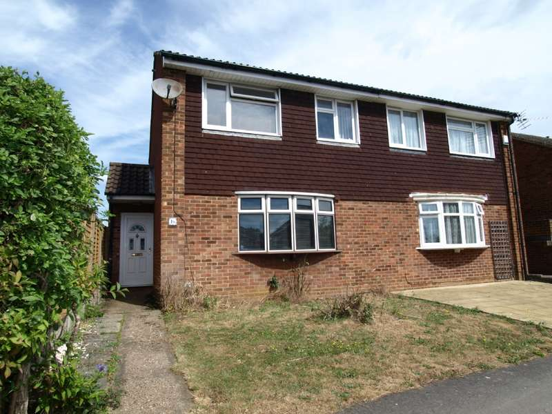 3 Bedrooms Semi Detached House for sale in Herriot Close, Newport Pagnell,Buckinghamshire