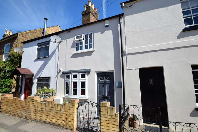 2 Bedrooms Terraced House for sale in Oak Lane, Windsor, SL4