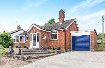 2 Bedrooms Bungalow for sale in Main Street, Sedgeberrow, Evesham, Worcestershire