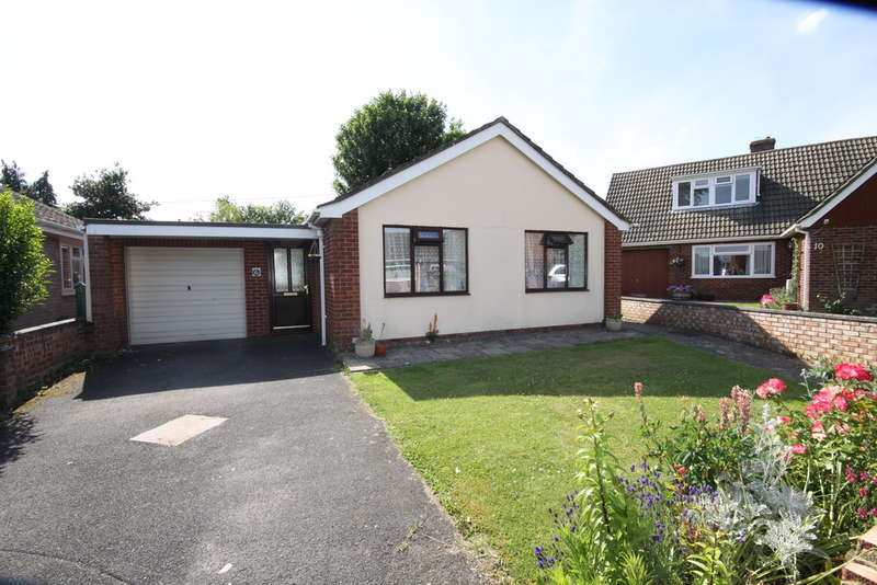 2 Bedrooms Detached Bungalow for sale in The Alders, Thatcham