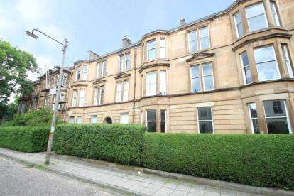 2 Bedrooms Flat for sale in Holyrood Crescent, Kelvinbridge, Glasgow