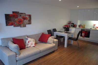 2 Bedrooms Flat for rent in Nottingham One, Nottingham, NG1 7HW