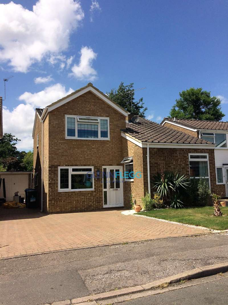 4 Bedrooms Detached House for sale in Gainsborough Drive, Ascot