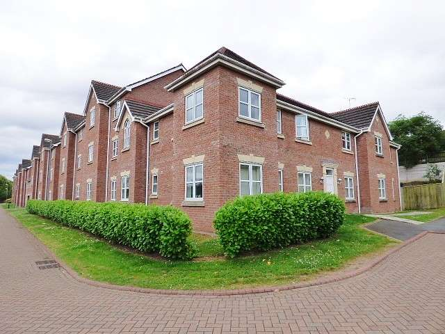 2 Bedrooms Flat for sale in Chapelside Close, Great Sankey, Warrington
