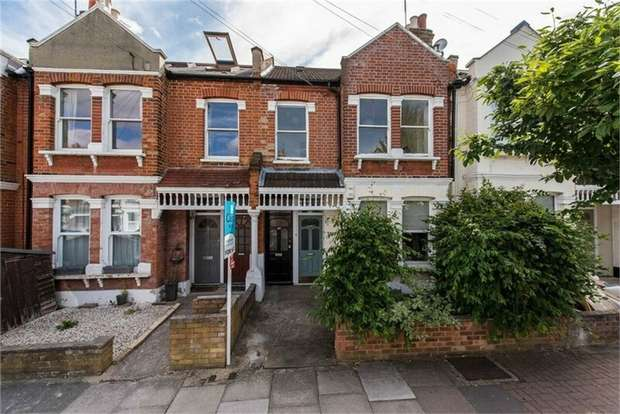 2 Bedrooms Flat for sale in Astonville Street, London