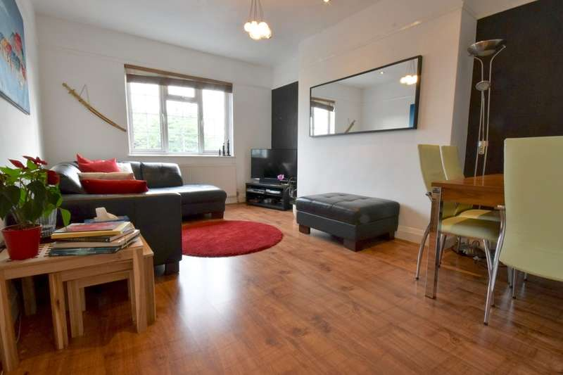 2 Bedrooms Apartment Flat for sale in DANESCROFT, BRENT STREET, HENDON, London, NW4