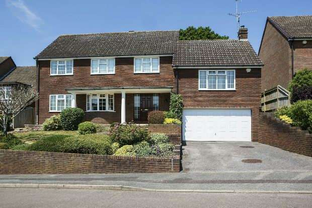 4 Bedrooms Detached House for sale in Fairway Avenue, Tilehurst, Reading,