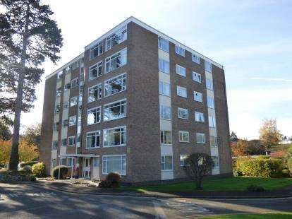 3 Bedrooms Flat for sale in Withyholt Court, Charlton Kings, Cheltenham, Gloucestershire