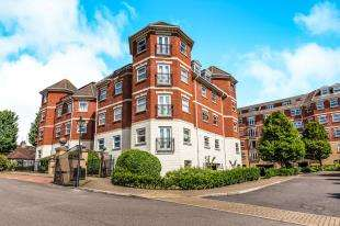 2 Bedrooms Flat for sale in Parham House, Chatsworth Square, Hove, East Sussex