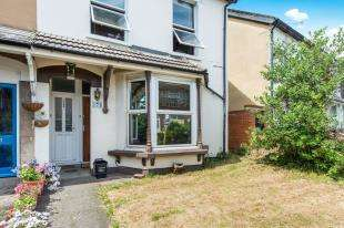 2 Bedrooms Maisonette Flat for sale in Wrotham Road, Gravesend, Kent, Gravesend