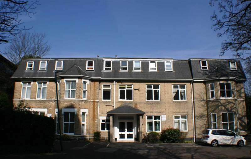2 Bedrooms Apartment Flat for sale in Wootton Mount, Town Centre