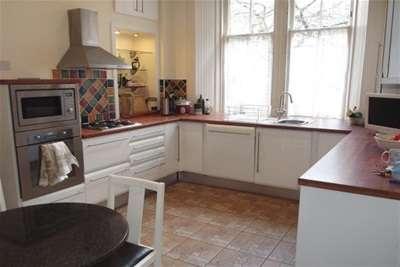 3 Bedrooms Flat for rent in Cranworth Street, Hillhead