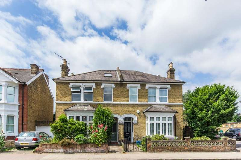 4 Bedrooms Semi Detached House for sale in St Margarets Road, Twickenham, TW1