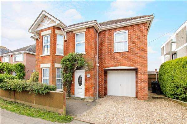 4 Bedrooms Detached House for sale in Ringwood Road, Christchurch