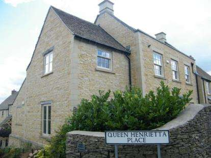 2 Bedrooms Flat for sale in Queen Henrietta Place, Stow On The Wold, Cheltenham, Gloucestershire