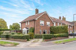 3 Bedrooms Semi Detached House for sale in Ewhurst Close, Crawley, West Sussex