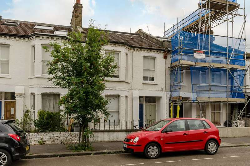 2 Bedrooms Maisonette Flat for sale in Furness Road, Sands End, SW6