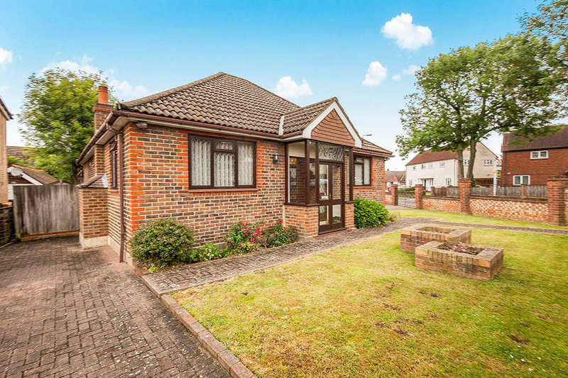 3 Bedrooms Detached Bungalow for sale in Orchard Road, Chessington, KT9