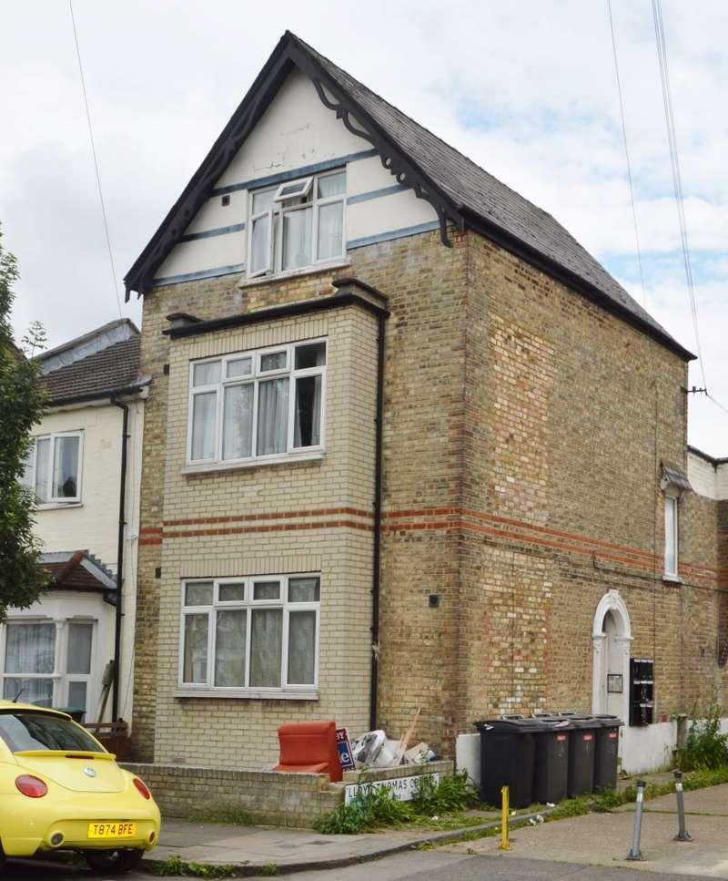 Studio Flat for sale in Truro Road, Wood Green, London, N22 8EH