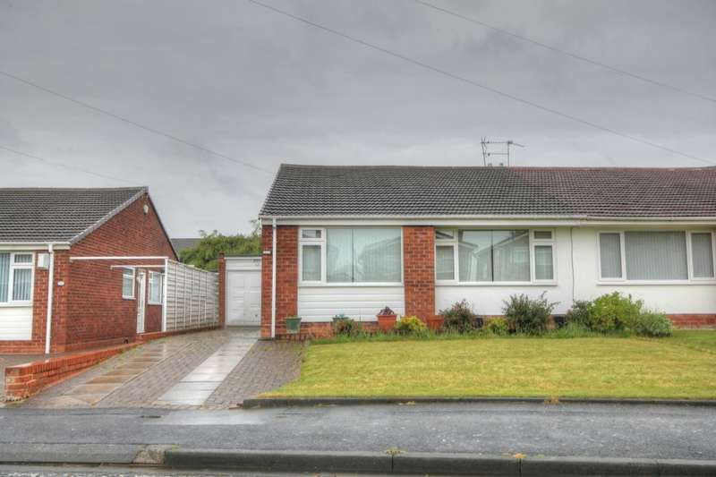 3 Bedrooms Semi Detached Bungalow for sale in Chadderton Drive, Chapel House, Newcastle Upon Tyne, NE5