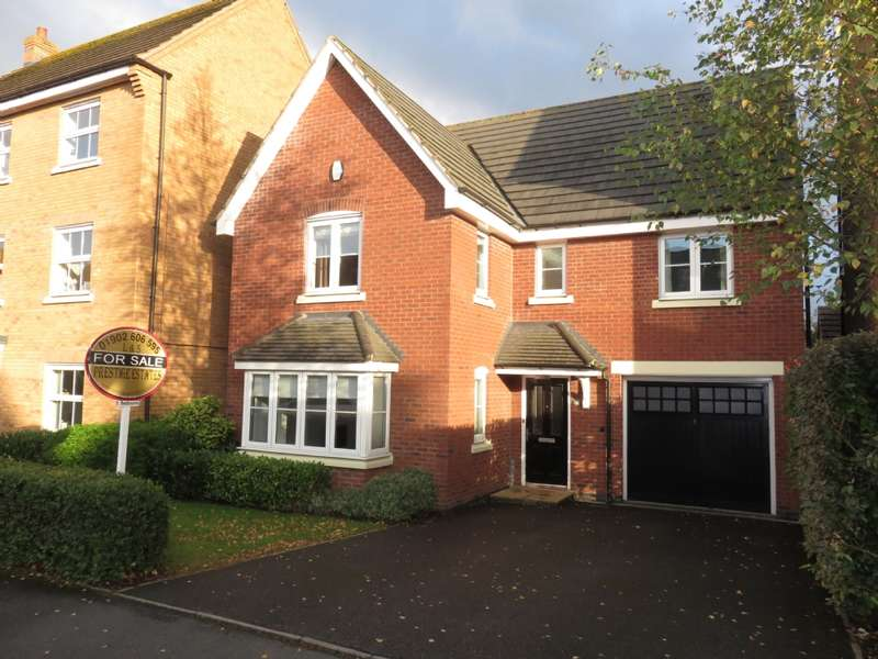 5 Bedrooms Detached House for sale in Hough Way, Essington