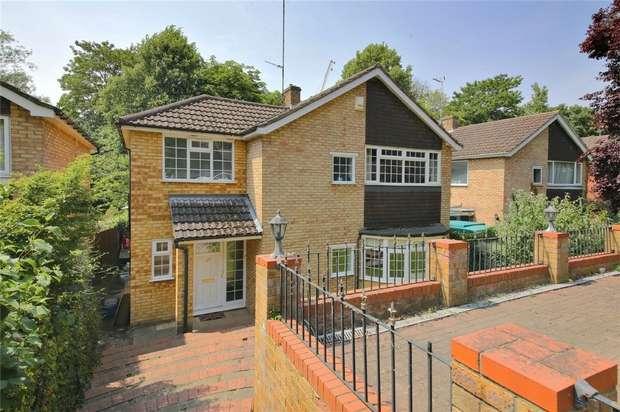 4 Bedrooms Detached House for sale in 35 Radlett Park Road, Radlett