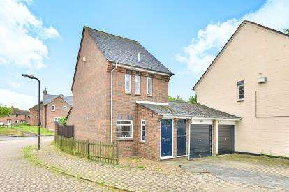 2 Bedrooms Link Detached House for sale in Cowdray Close, Woolstone, Milton Keynes, Buckinghamshire