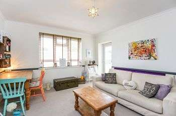 3 Bedrooms Flat for sale in Tylney Road, Bromley, Kent, BR1 2RJ