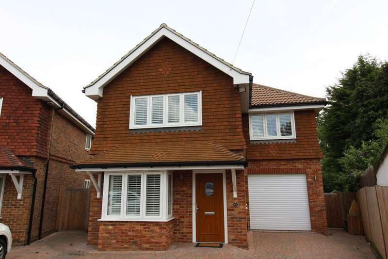 4 Bedrooms Detached House for sale in Grasmere Gardens, Crofton, Orpington, Kent, BR6 8HE