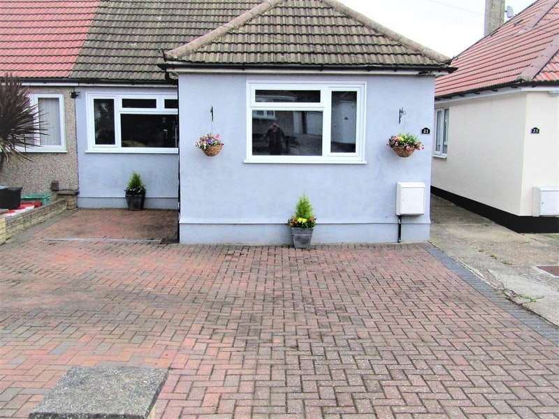 2 Bedrooms Bungalow for sale in Renton Drive, Orpington, Kent, BR5