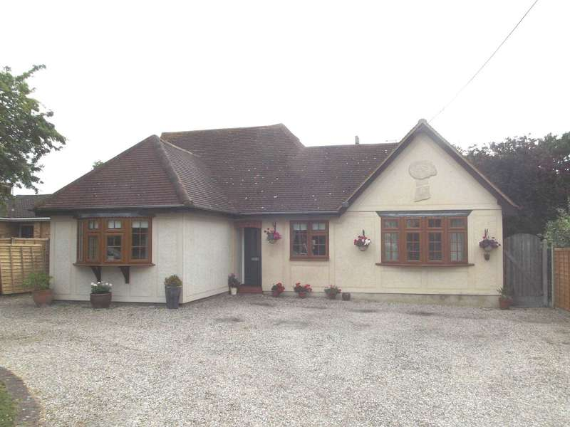 5 Bedrooms Detached House for sale in North Drive, Maylandsea