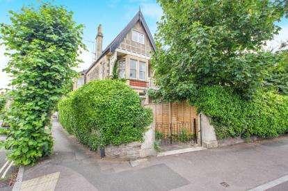 5 Bedrooms Maisonette Flat for sale in Newbridge Hill, Bath