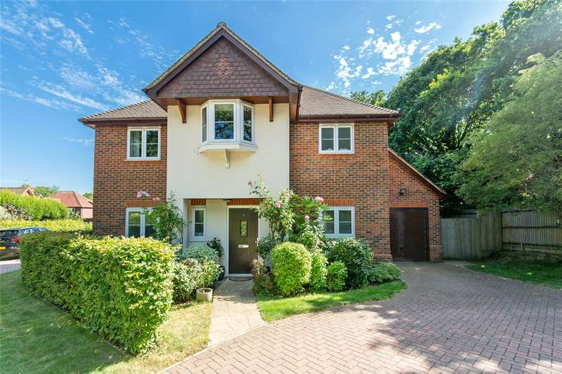 4 Bedrooms Detached House for sale in Wintons Close, Burgess Hill, West Sussex, RH15