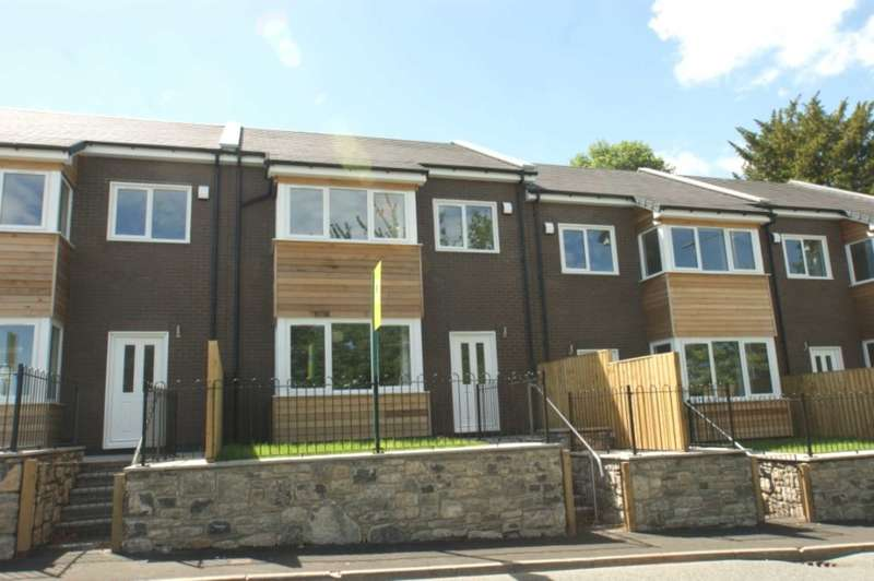 3 Bedrooms Town House for sale in Ty Fedw Arian, 2 Halkyn Road, Holywell, CH8 7TZ.