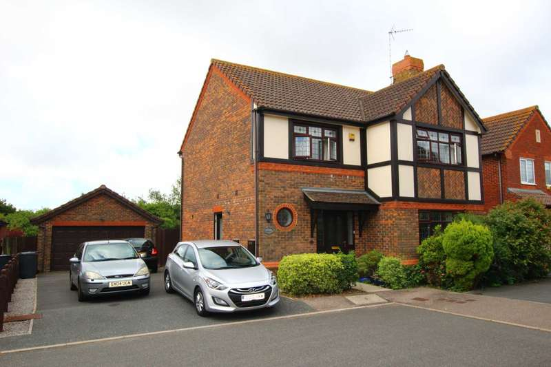 4 Bedrooms Detached House for sale in Mole Close, Stone Cross