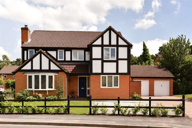 4 Bedrooms Detached House for sale in Merryman Drive, Heathlake Park, Crowthorne