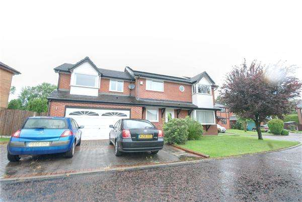 5 Bedrooms Detached House for sale in Overfield Way, Rochdale`