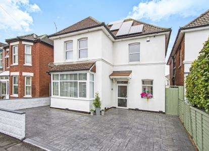4 Bedrooms Detached House for sale in Pokesdown, Bournemouth, Dorset