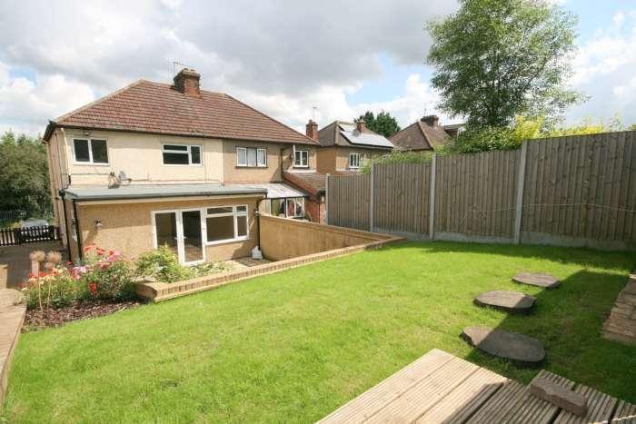 3 Bedrooms Semi Detached House for rent in Roughdown Avenue, Boxmoor