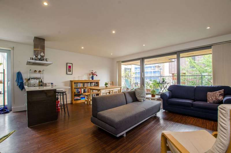 2 Bedrooms Flat for sale in Copperfield Mews, Bethnal Green, E2