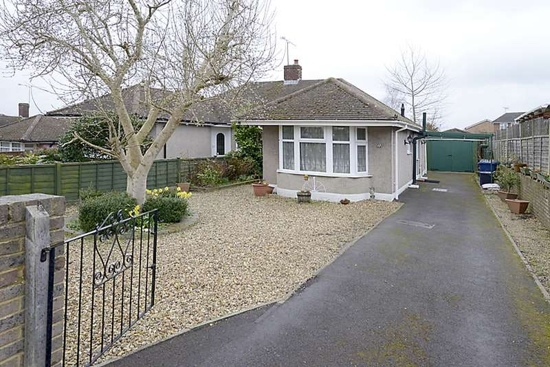 2 Bedrooms Bungalow for sale in Green Lane, Farnham, Surrey, GU9